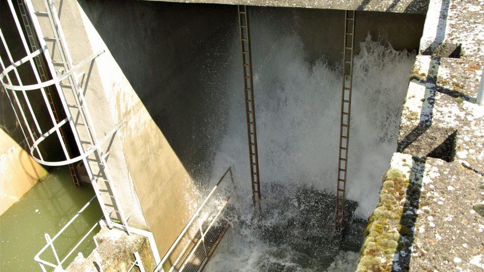 Pohled do přehradní výpusti