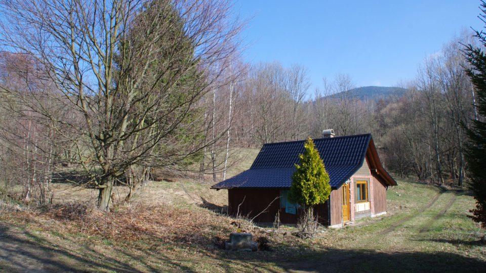 Chata postavená na základech původní hasičské zbrojnice