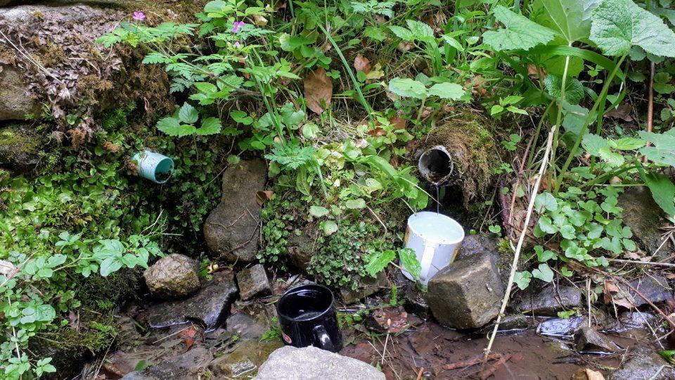 Nedaleko kapličky najdete studánku pro občerstvení a ozdravení poutníků