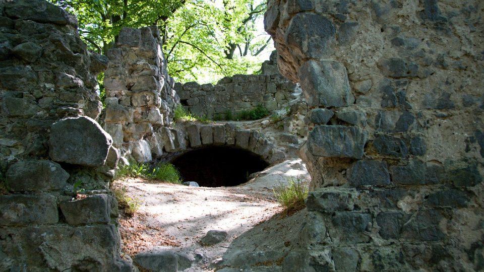 Hrad byl vystavěn zřejmě ve třech etapách