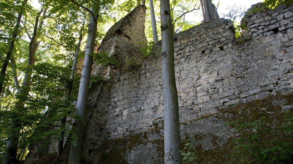Hrad stojí na pískovcové skále