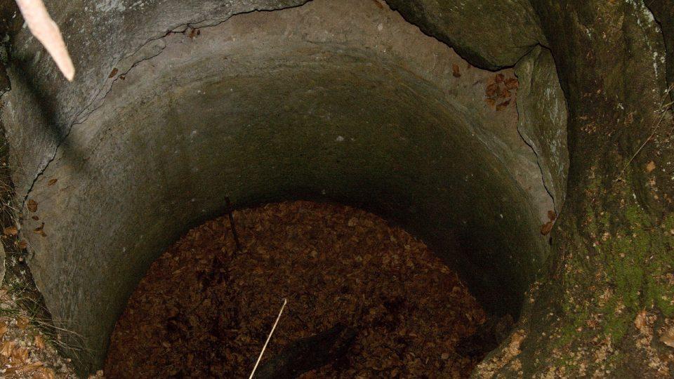 Hradní studna měla údajně až 80 metrů