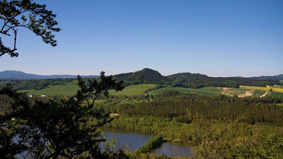 Výhled na Ralskou pahorkatinu