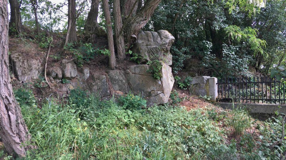 V minulosti se tu těžil kámen