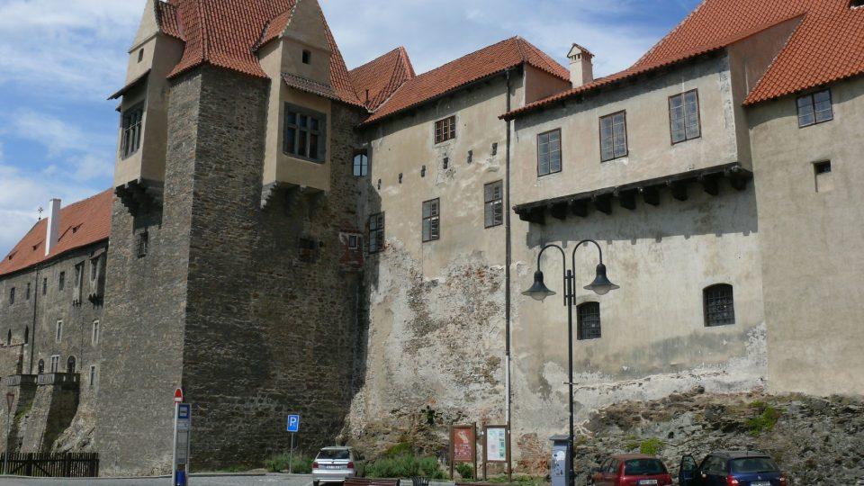 První zastavení naučné stezky najdete hned pod věží Jelenkou na strakonickém hradě