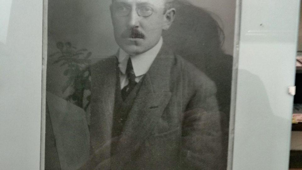 Fotografie na psacím stole R.Těsnohlídka
