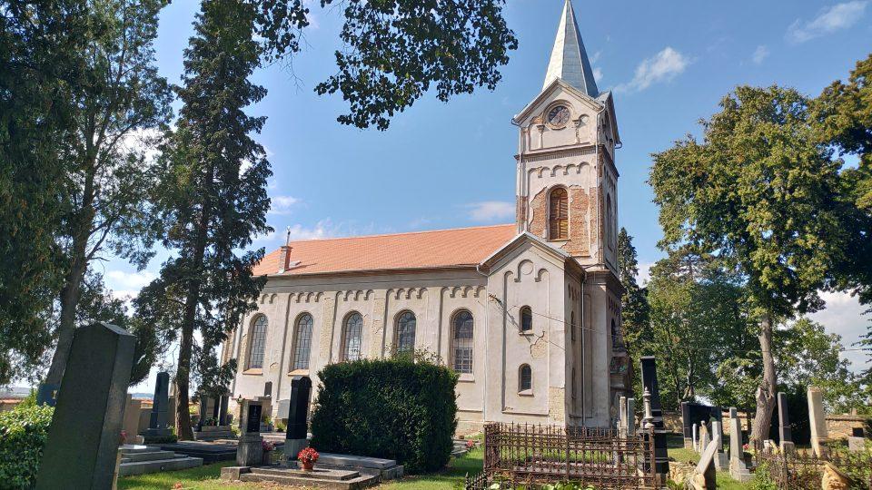 Kostel má novou střechu. O další opravy vhodnotě víc než 20 milionů korun žádá bošínská evangelická fara norské fondy