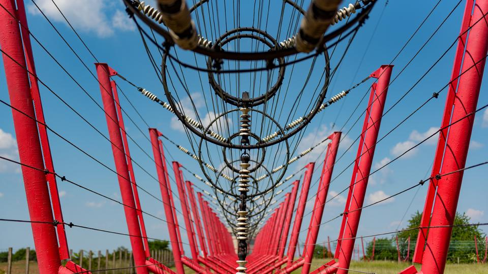 Legendární středovlnný vysílač Liblice odkrývá své nitro