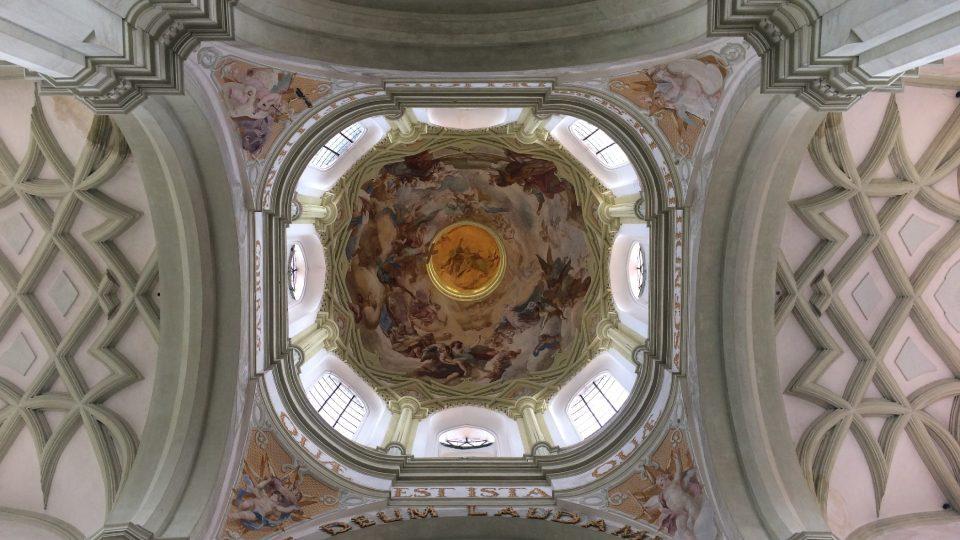 Vnitřní Santiniho výzdoba kopule