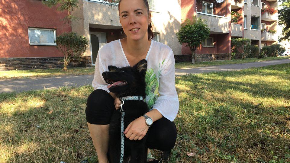 Milena Potůčková se svým štěnětem