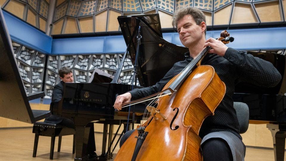 Štěpán Filípek (violoncello) a Ondřej Olos (klavír)