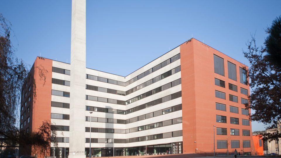 Budova Fakulty architektury ČVUT v Praze Dejvicích, autorka Alena Šrámková