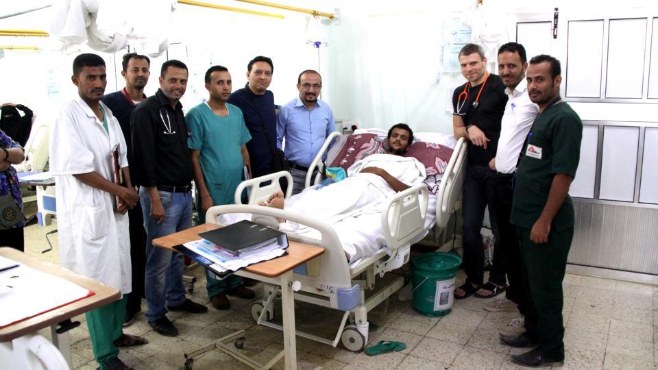 Český chirurg ve válkou zmítané zemi. Fotografie z mise Tomáše Šebka v Jemenu