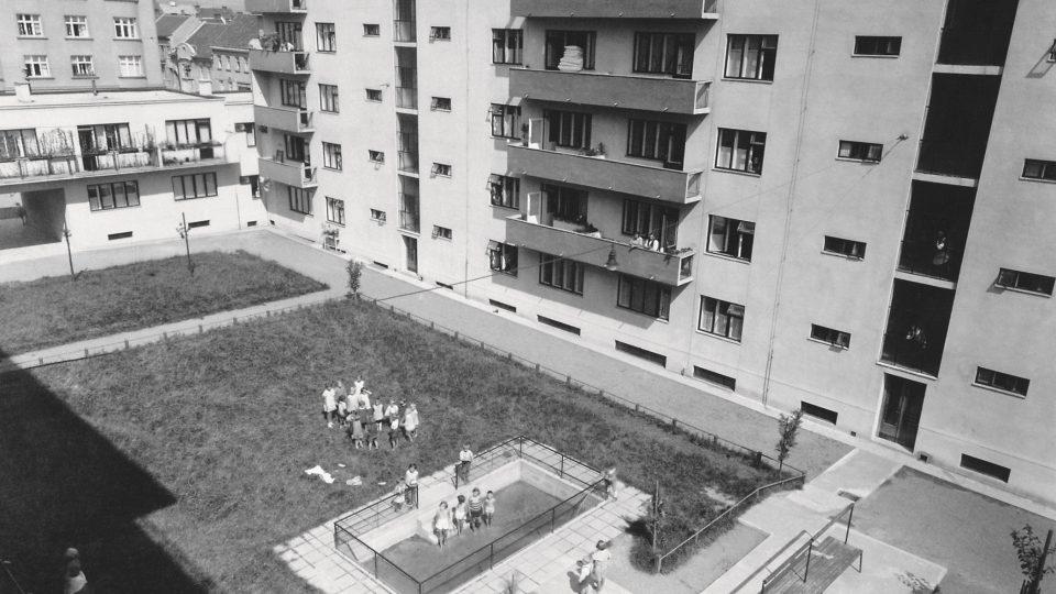 Dobové materiály z výstavy Jak jsme chtěli bydlet. Bytová politika Československa 1918–1938