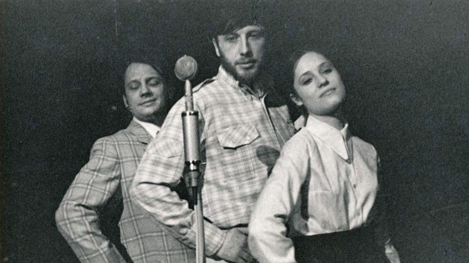 Představení Hurá na Bastilu: Jan Vodňanský s Miloslavem Štibichem a Táňou Fischerovou (rok 1970)