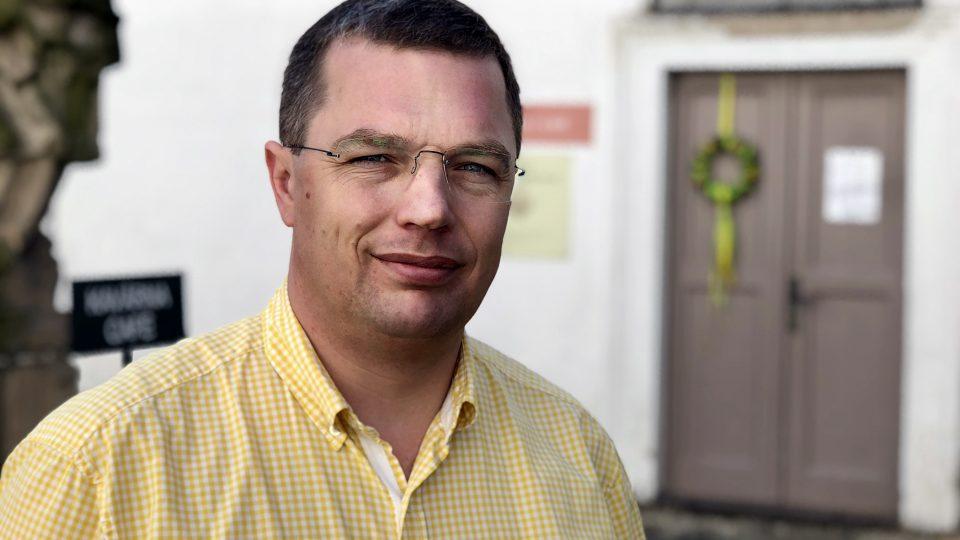 Jan Školník z kanceláře v místním klášteře, který opravil, řídí kromě podniku několik festivalů a literární domek