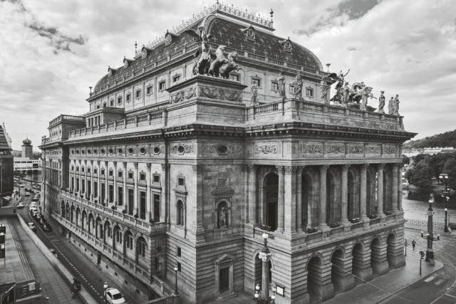 Národní divadlo,  Josef Zítek – Josef Schulz Národní 2  |  223 / II 1865–1883 | foto: Pavel Hroch, Z knihy Praha na prahu moderny,  Paseka 2017