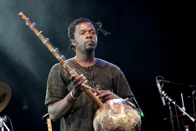 člen skupiny Salifa Keity