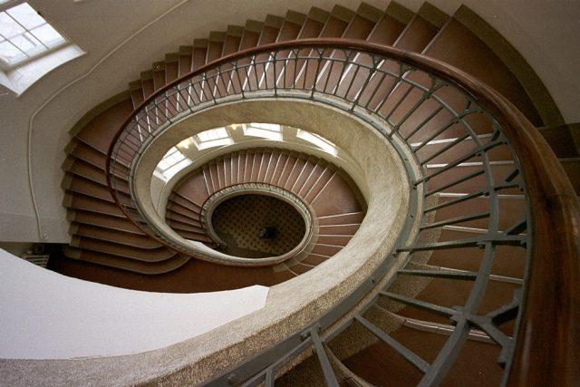 Bauhaus univerzita, točité schodiště