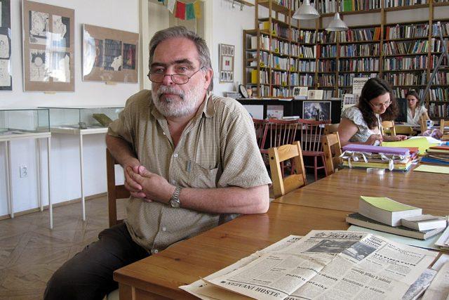 Jiří Gruntorád v knihovně Libri prohibiti