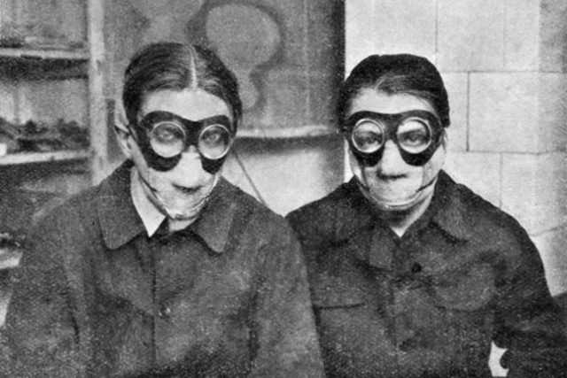 Jindřich Štýrský a Toyen během práce na díle Deka v roce 1929