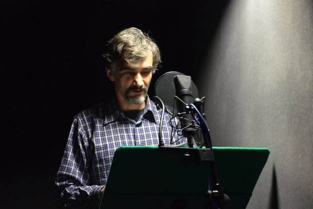 Herec Martin Myšička při natáčení minutové hry