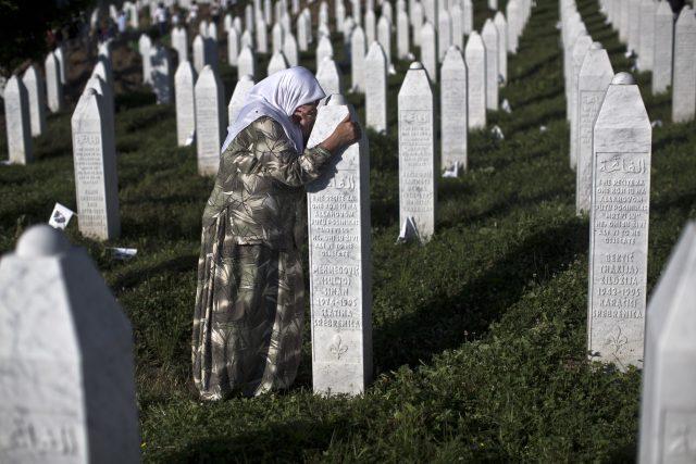 Před 20 lety došlo k masakru bosenských muslimů v enklávě kolem města Srebrenica