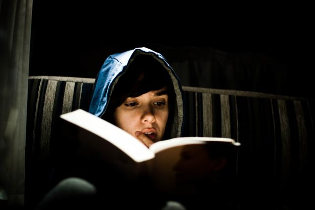 čtení - číst - kniha - knížka - s knihou - čtenář