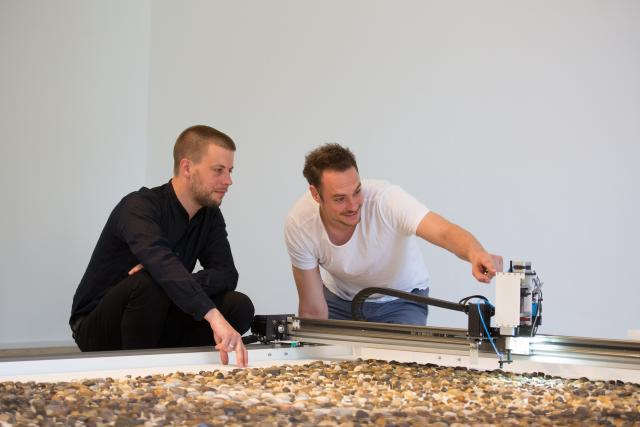 Prokop Batoniček a Benjamin Maus nad projektem Jller