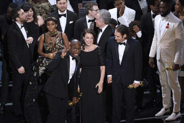 Režisér Barry Jenkins získal Oscara za nejlepší film Moonlight | foto:  ČTK,   APInvision,  Chris Pizzello, ČTK