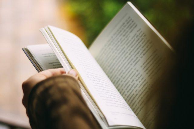 Kniha, učebnice (ilustrační foto)