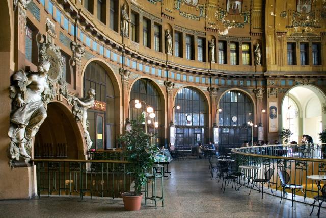 Secesní Fantova kavárna na pražském Hlavním  (Wilsonově) nádraží. | foto: Fotobanka Profimedia