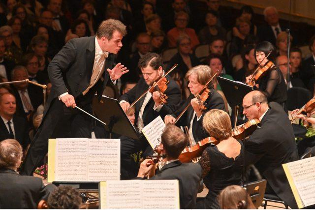 Zahajovací koncert 73. ročníku mezinárodního hudebního festivalu ze Smetanovy síně Obecního domu