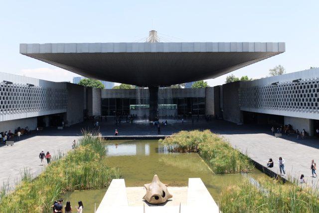 Museo Nacional de Antropología v Mexico City, architekt Pedro Ramírez Vázquez