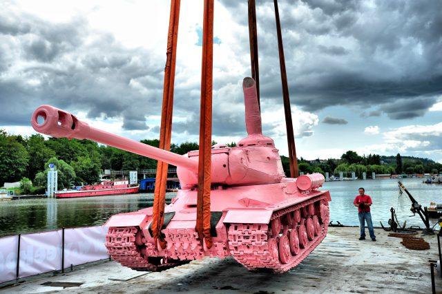 David Černý: Růžový tank | foto: Fotobanka Profimedia