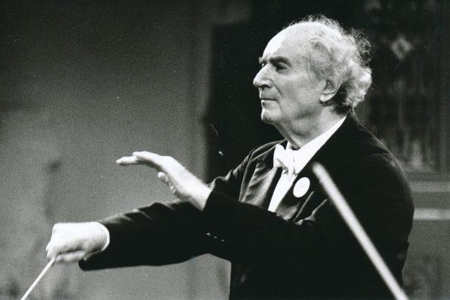Rafael Jeroným Kubelík, významný český dirigent, již méně je znám též jako hudební skladatel a houslista ve Smetanově síni při zahajovacím koncertu Pf 1990