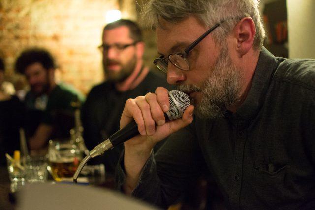 Petr Borkovec při autorském čtení v Café Fra (2018)