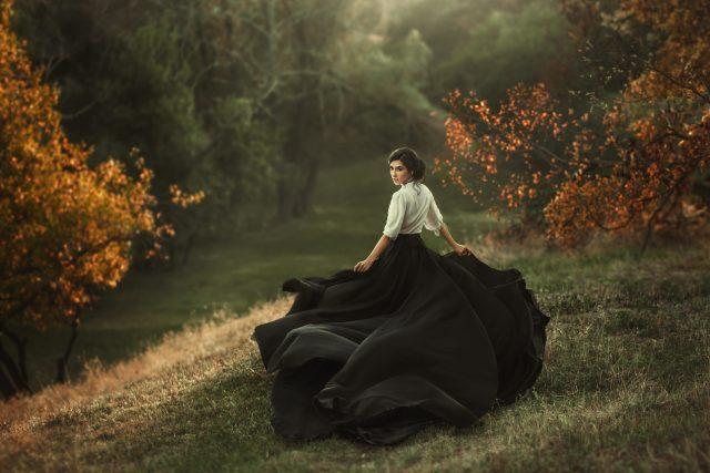 Žena v historických šatech   foto: Shutterstock