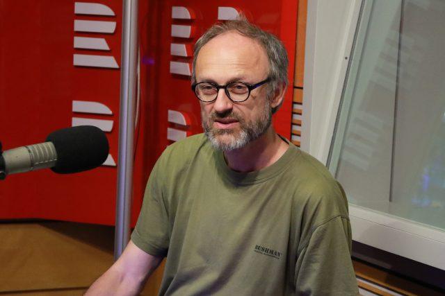 Miroslav Kemel je známý karikaturista,  ale také citlivý písničkář | foto: Kristýna Hladíková,  Český rozhlas