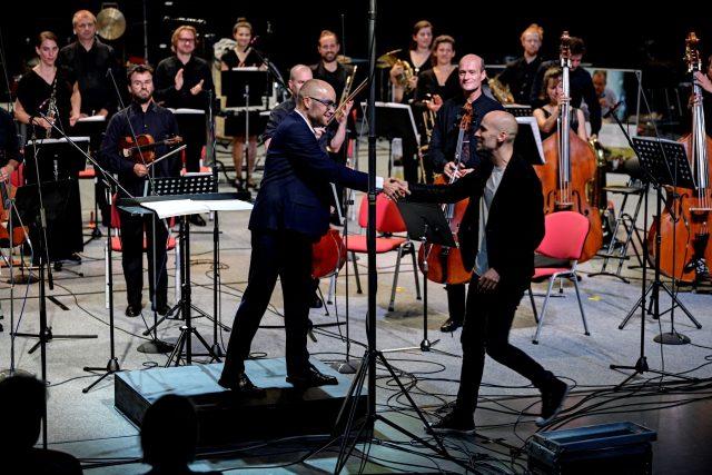 Dirigent Ondřej Vrabec,  skladatel Luboš Mrkvička,  Ostravská banda  |  Ostravské dny 2021 | foto: Martin Popelář,  Ostravské centrum nové hudby