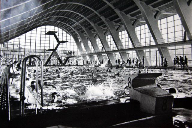 Plavecký stadion Podolí na historickém snímku