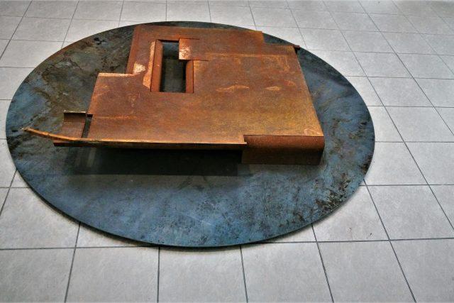 Luděk Míšek: Architektura III, z výstavy Socha 2 / Galerie města Plzně