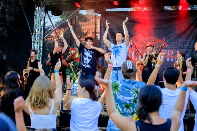 Festival HABROVKA  |  koncert kapely Shizzle Orchestra  |  19. ročník festivalu na téma IMPROVIZACE | foto: Festival HABROVKA