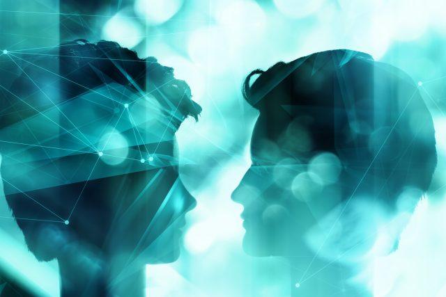 Umělá inteligence; siluety (ilustrační foto)