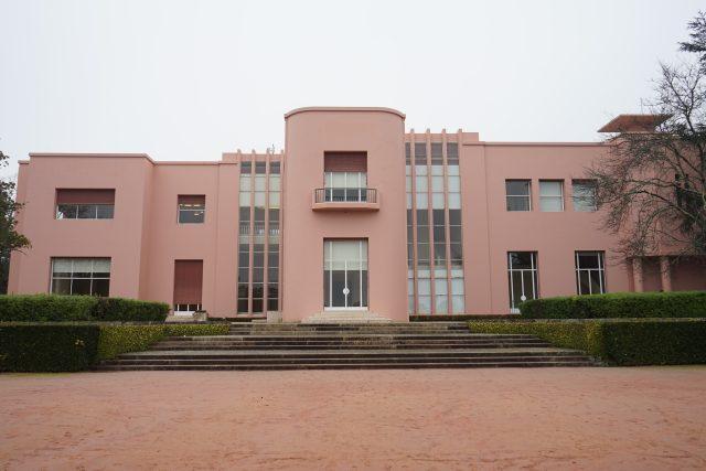 Tzv. Casa de Serralves v portugalském Portu, architekti José Marques da Silva a Charles Siclis