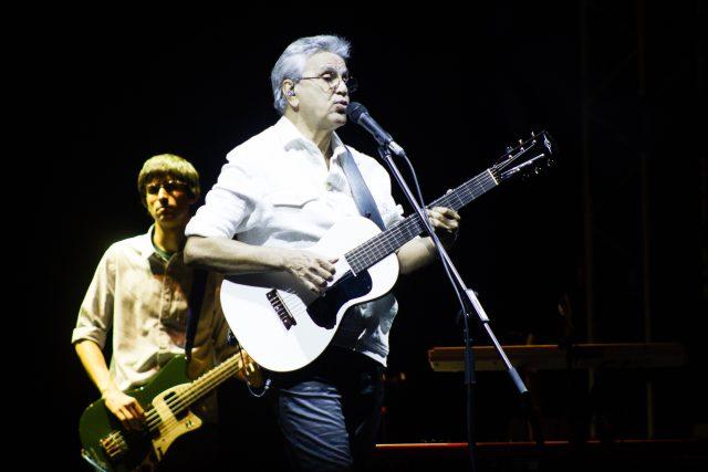 Caetano Veloso je jedním z nejrespektovanějších brazilských umělců.