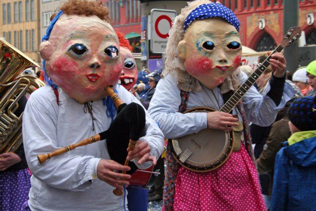 Festival Sto roků satiry potrvá až do 17. listopadu, kdy vyvrcholí už tradičním satiricko-karnevalovým průvodem Sametové posvícení