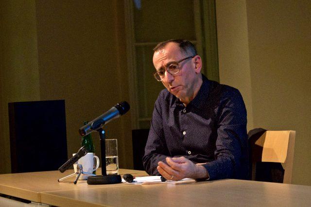 Nicholas Mirzoeff věhem přednášky Visual Thinking in Dangerous Times