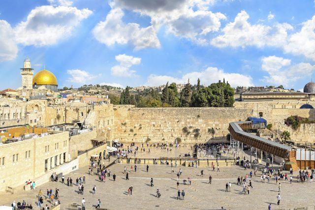 Chrámová hora,  Západní zeď a zlatá dóm Skalní mešity ve starém městě Jeruzalém,  Izrael   foto: Shutterstock