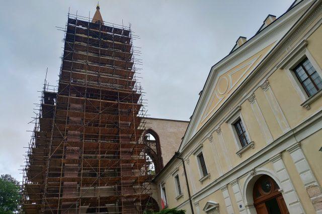 Sázavský klášter chystá opravu věže nad konventem